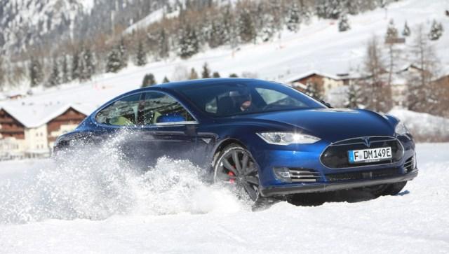 Tesla Model S P90D im Schnee