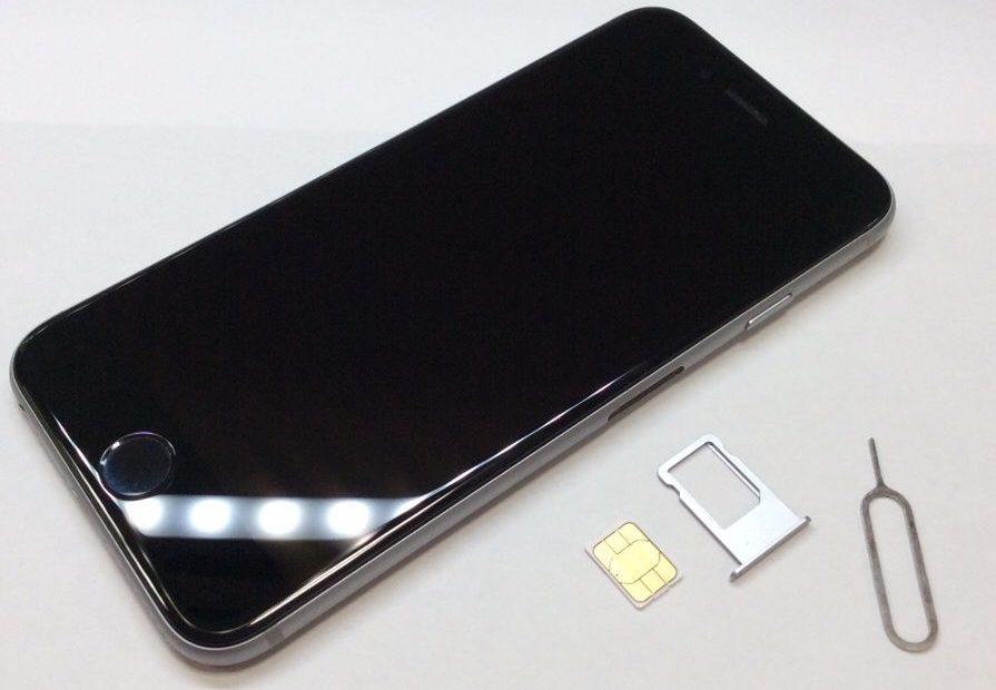 アイフォンのSIMカードトレイ