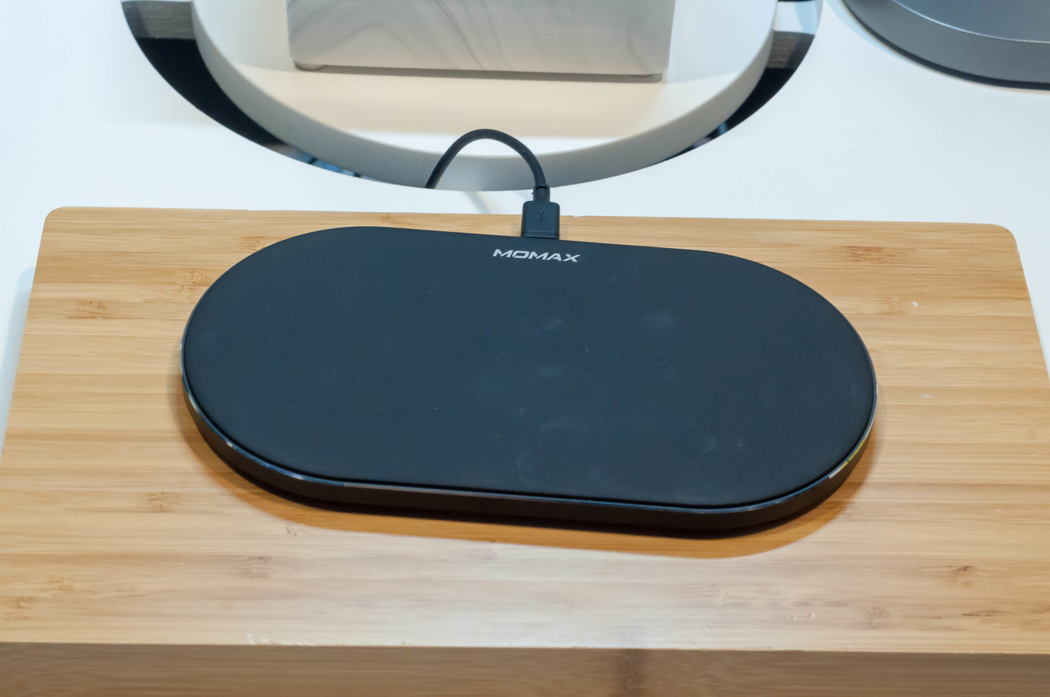 iPhoneGlance - wireless charging