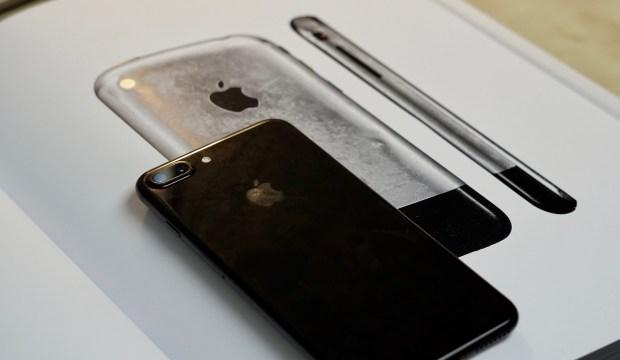 IPhone 8 получит скругленный дизайн в честь первого iPhone