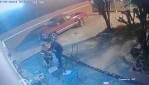 [VIDEO] Polcias  acusados de robar 17 palos tras raro operativo