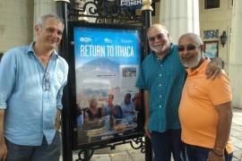 Presentación de Regreso a Ítaca en el Cine de Arte de Coral Gables de Miami. Padura junto al director del filme, Laurent Cantet, y Nat Chediak, director del centro.