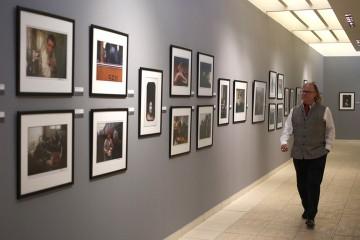 El fotógrafo estadounidense  Peter Turnley  ofreció  una conferencia con motivo de su exposición personal titulada Momentos de la Condición Humana, en el teatro del Museo Nacional de Bellas Artes, en La Habana