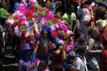 Activistas participan en la Conga de la diversidad organizada por el Centro Nacional de Educación Sexual, el 14 de mayo de 2016 en La Habana, en una de las actividades de la Jornada Cubana contra la Homofobia y la Transfobia.