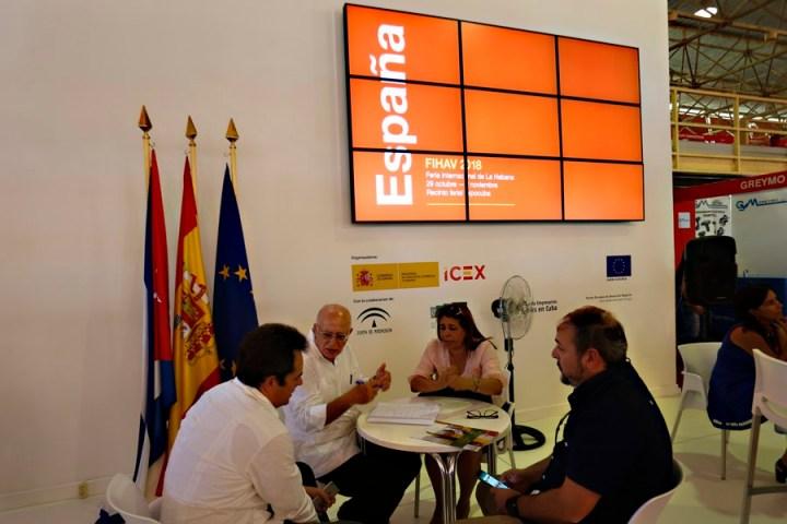 Empresarios reunidos en la 36 edición de la Feria Internacional de La Habana (FIHAV), organizada por Cuba para fomentar la inversión extranjera