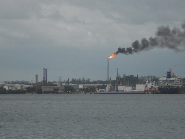 The burning of fossil fuels is the main source of GHG emission in Latin America; view of the Ñico López refinery in Havana. Credit: Emilio Godoy/IPS