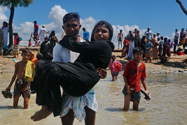 Newly arrived Rohingya refugees enter Teknaf from Shah Parir Dwip after being ferried from Myanmar across the Naf River. Credit: Farid Ahmed/ IPS