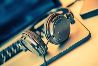 headphones-laptop-music-335