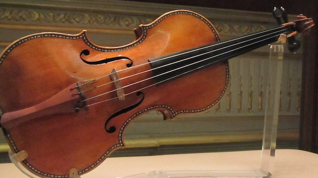 Figure 1: Stradivarius violin in the royal palace in madrid. Licensed under CC 3.0.