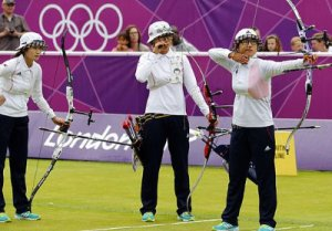 KOCIS_Korea_London_Olympic_Archery_Womenteam_12_(7682350412)