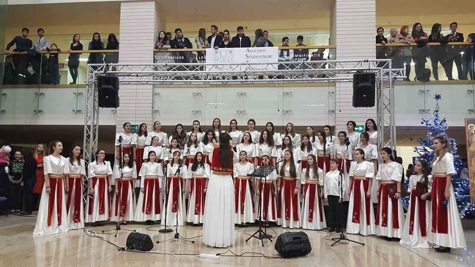 """""""După datini, colindăm"""": un frumos concert caritabil de colinde"""