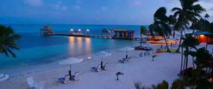 http://www.mixdecultura.ro/wp-content/uploads/2015/02/Belize-portile-deschse-ale-raiului-plaja.jpg