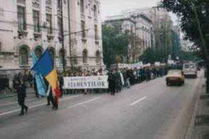 Studentii lupta pentru drepturile lor; s-a obtinut deja mărirea burselor și gratuitatea transportului feroviar