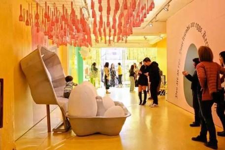 Cum au ajuns galeriile de artă pop-up mai extravagante decât studio-urile foto