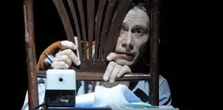 """Spectacolul """"Ȋnsemnările unui nebun"""" prezentat în cadrul Festivalului Național de Teatru 2020 afiș"""