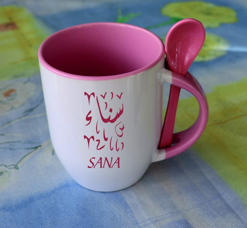 grande tasse avec sa cuillere assortie de couleur rose mug personnalisable prenom message etc