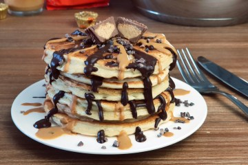 Peanutbutter-Chocolate Crunch Pancakes | Healthy Pancake Sunday