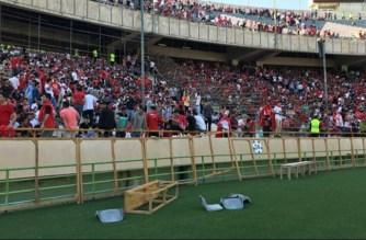 Protester i Iran: Åskådare omvandlar fotbollsmatchen till regimkritiska protester