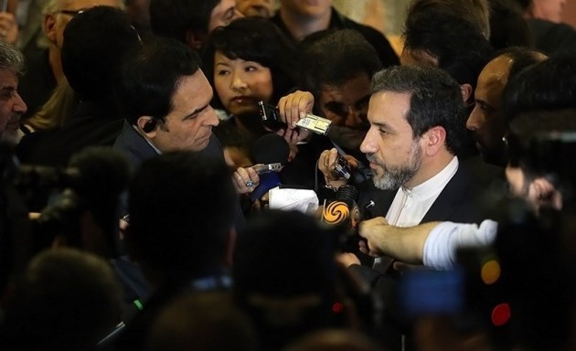 Iranian FM deputy Abbas Araghchi briefing media after first plenary of Iran-P5+1 nuclear talks in Geneva. October, 15, 2013.