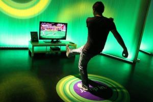 A†man checks out Microsoft's new Xbox 360 equipped with 'Kinect' kinetic controller at the Gamescom trade fair in Cologne, Germany, 17 August 2010. Microsoft announces the new Xbox 360 is in German and European stores from 10 November 2010 on. Europe's latgest trade fair for interactive games takes place from 18 to 22 August. Photo:†OLIVER†BERG (Newscom TagID: dpaphotos291755)     [Photo via Newscom]