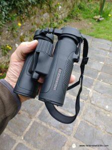 The Hawke Endurance ED 8x32 in the hand
