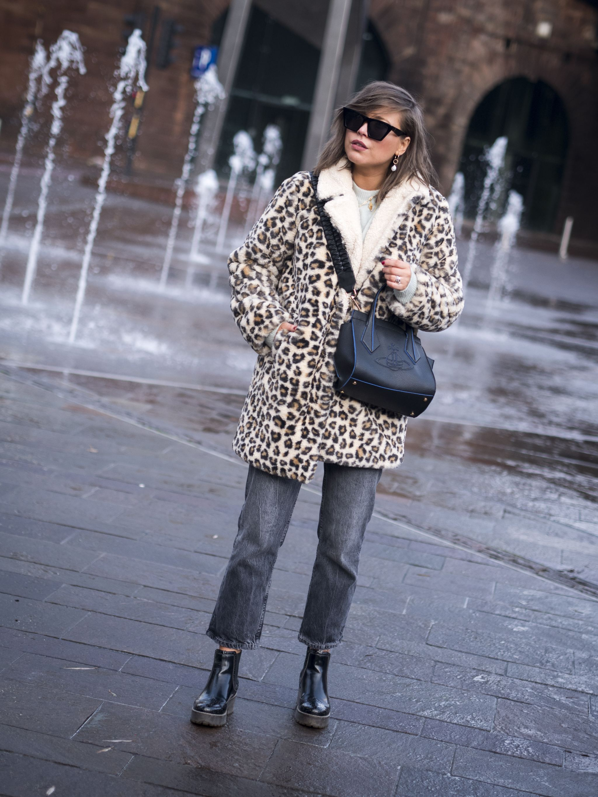 manchester fashion blogger, manchester blogger , manchester bloggers, Teddy  Coat, Styling coat , Louis Vuitton bag, Speedy 35 bag