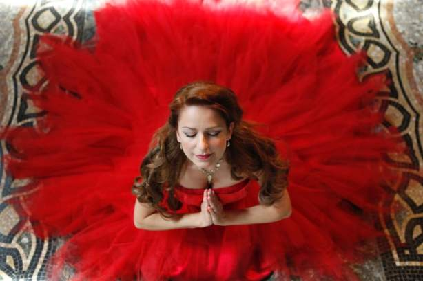 Zangeres / sopraan Irene de Raadt zingt klassieke liederen tijdens huwelijk en event.