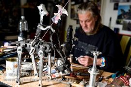 Holle W. in seiner Werkstatt in Buckau