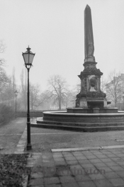 Obelisk Hasselbachbrunnen am Haydnplatz |  Magdeburg 1989