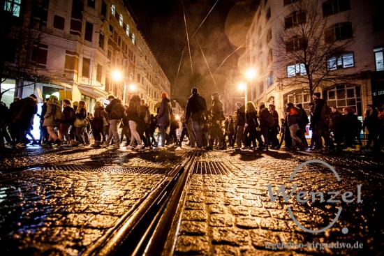 MAGIDA vs. NO MAGIDA  –  Demonstranten Magdeburg Hasselbachplatz