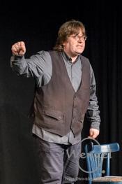 Mit scharf geschliffener Klinge der Satire –  Lars WARS – wer sonst