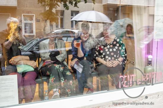 Rent a Rentna - Rentner bieten ihre Dienste im Schaufenster an
