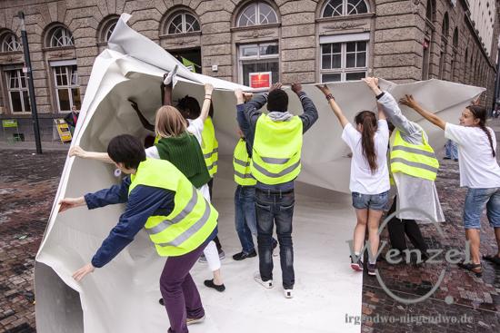 """""""Rettungs/Flucht/Aktion 015"""" - Performance bei 48 h Neukölln"""