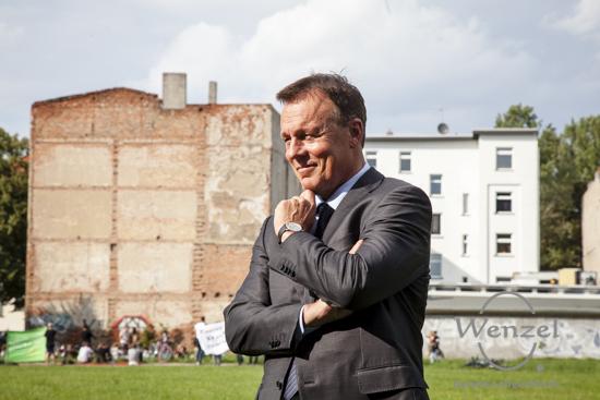 Ein schnelles Posing von Thomas Oppermann (SPD) - gleich kommt der Innenminister !