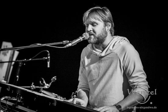 Philip Omlor beim Festival Gundis Lieder – Gundis Themen im freiLand Potsdam