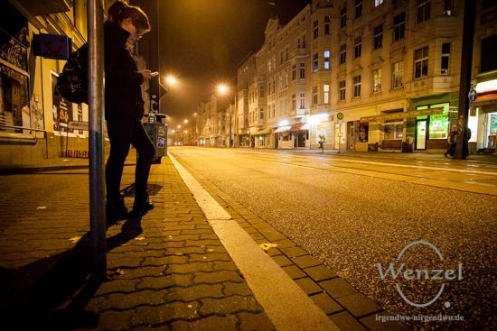 Warten auf die Bahn - Magdeburg Große Diesdorfer Straße