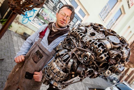 Pawel Thanasis Lickas mit Mars-Attacks-Terminator