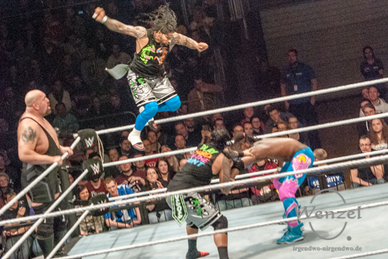 WWE Superstars begeistern Fans in der Magdeburger GETEC Arena