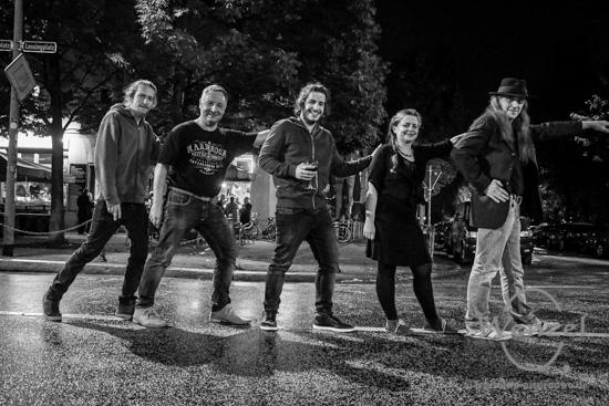 Frank Mc Coffin & Friends, Konzert, Buenote Magdeburg, Constanze Krüger, Musiker, Andreas Baus, Pedro Querido, Lars Jähna –  Foto Wenzel-Oschington.de