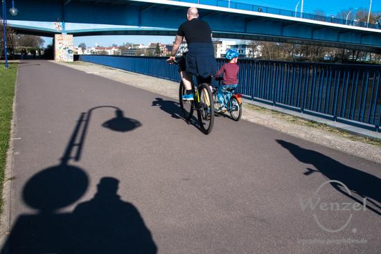 Hubbrücke, Strombrücke, Elbe, Spaziergang, Frühling, Magdeburg –  Foto Wenzel-Oschington.de