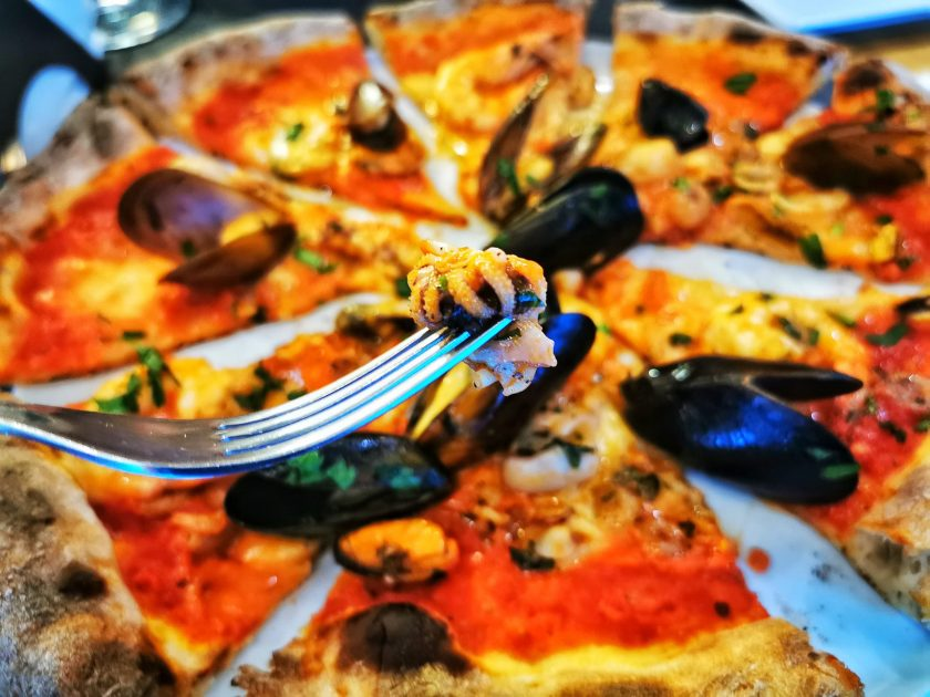 pizza frutti di mare - Sara Restaurant Bucuresti