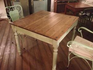 Tavolino da caffè ricavato da un bancale
