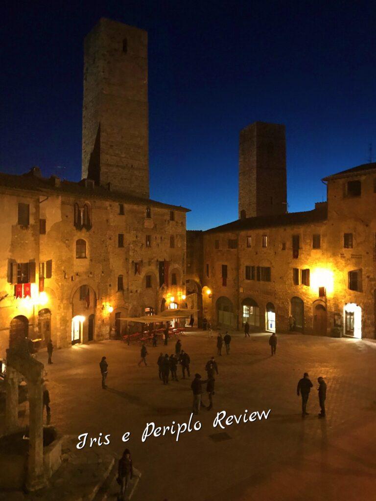 Vista di San Gimignano di notte