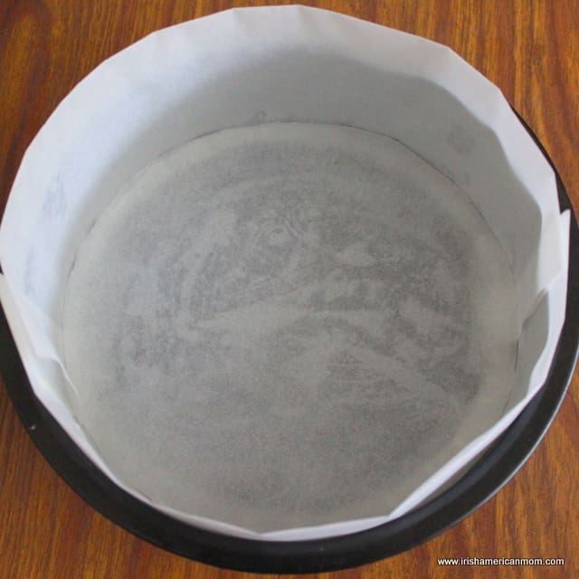 Lining A Round Cake Pan With Parchment Paper