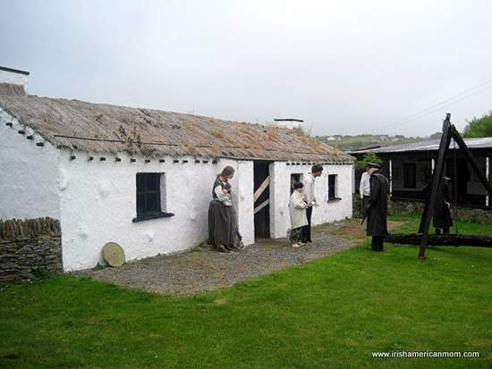 http://www.irishamericanmom.com/2015/05/13/the-thatched-cottage-as-a-symbol-of-ireland/