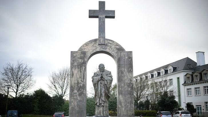 Poland blasts France decision to remove Catholic cross statue