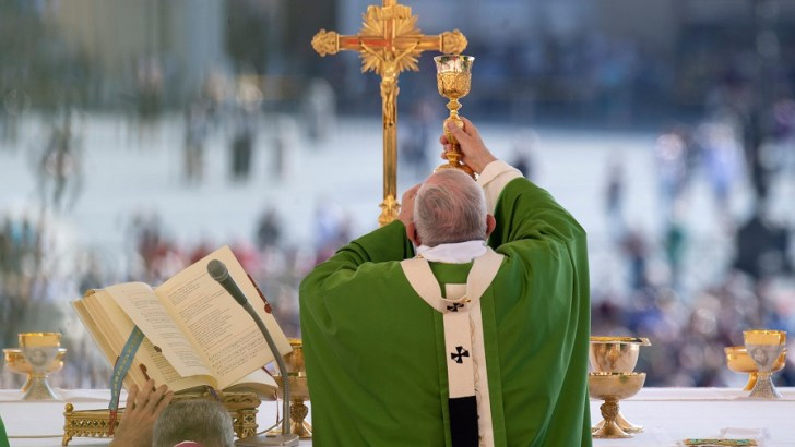 Pope Francis calls for a youth synod 'anointed by hope'