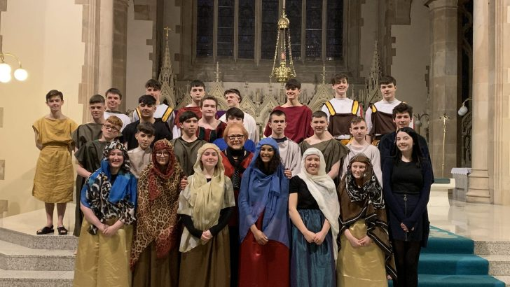 Derry students dazzle in Passion play