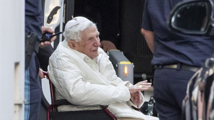 Benedict XVI leaves Vatican to be with ailing brother in Germany