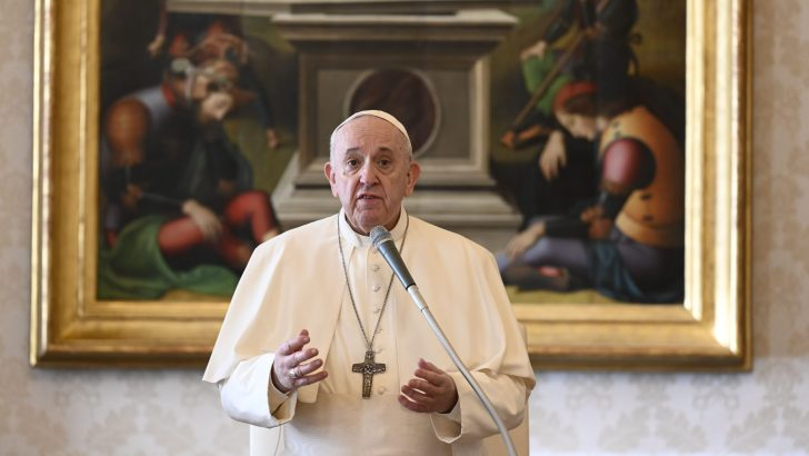 Mary shows us how to face fear and hear God's call, Pope says